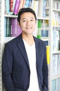 入山章栄_bookshelf.smiling_小サイズ.JPGのサムネイル画像